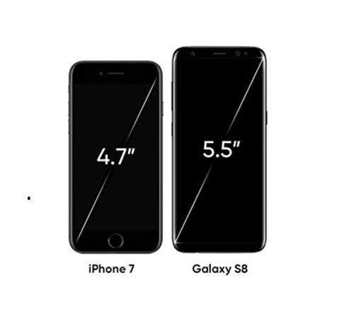 galaxy s8 và iphone 7 khi đặt lên bàn cân