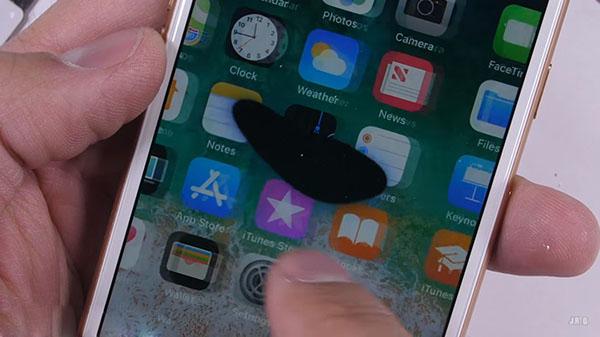 sửa lỗi màn hình iphone bị chấm đen