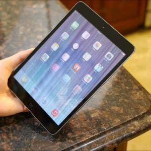 """Cách """"giải cứu"""" khi màn hình iPad bị loang màu"""