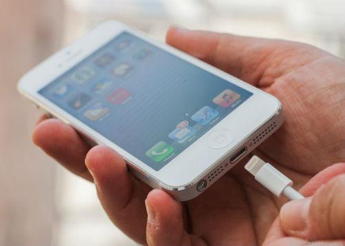 sửa lỗi iPhone bị loạn cảm ứng khi cắm sạc