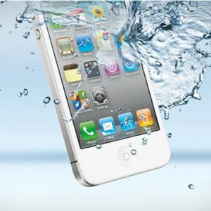 Nước vào màn hình iPhone xử lý thế nào để không hư hỏng