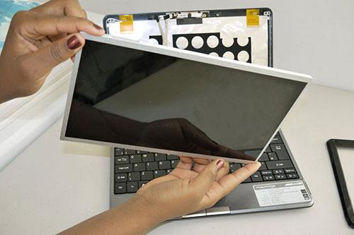 Tại sao nên thay màn hình laptop dell tại cửa hàng Techcare?