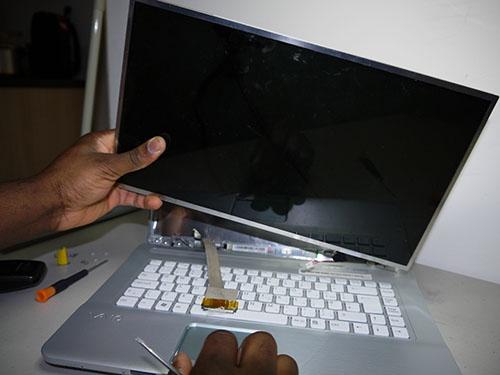 Tại sao nên thay màn hình Laptop Sony Vaio tại Thaymanhinhdanang.com?