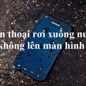 Điện thoại rơi xuống nước không lên màn hình