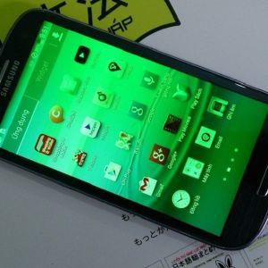 Màn hình điện thoại bị xanh lá cây